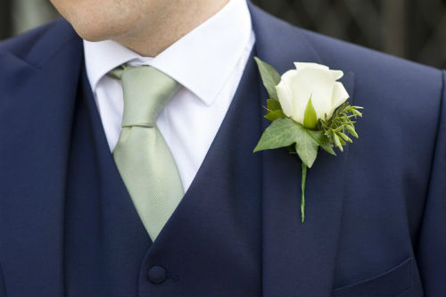 How To Make Wedding Buttonholes: Traditional Versus Modern Boutonnière Styles For Weddings