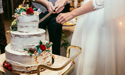 when should i cut the wedding cake steps for properly cutting a wedding cake wedding venues 27115
